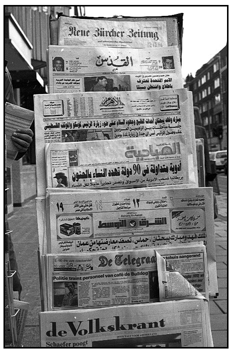 Name:  London, street, newspapers  .jpg Views: 108 Size:  257.7 KB