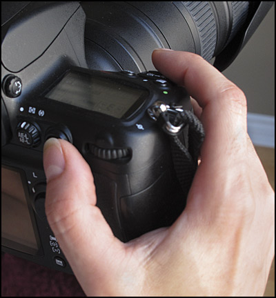 Finger positions for rear button autofocus