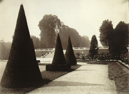 Saint-Cloud by Eugene Atget 1921-1922