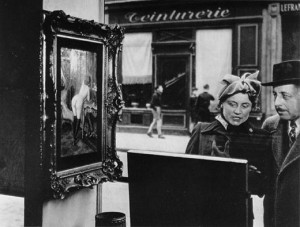 Sidelong Glance by Robert Doisneau - 1948
