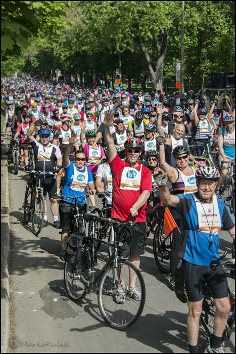 Tens of thousands of cyclists lining up to start the Tour de L'isle. All it took was me waving my hand, and cyclists did the same. There is much more engagement than if I had not waved my hand and all the cyclists were looking in random directions.